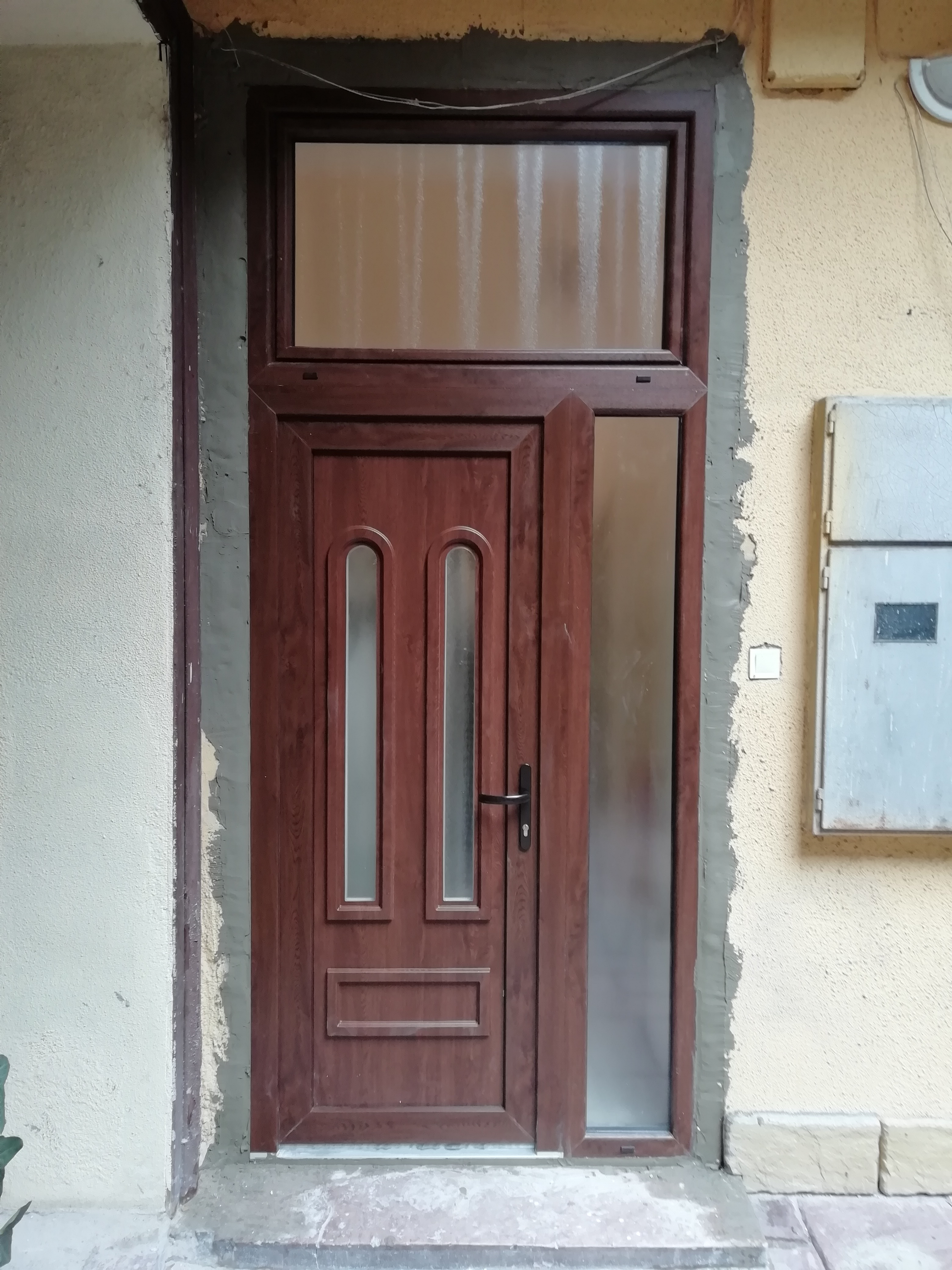bejarati-ajto-ablak-beepites-3