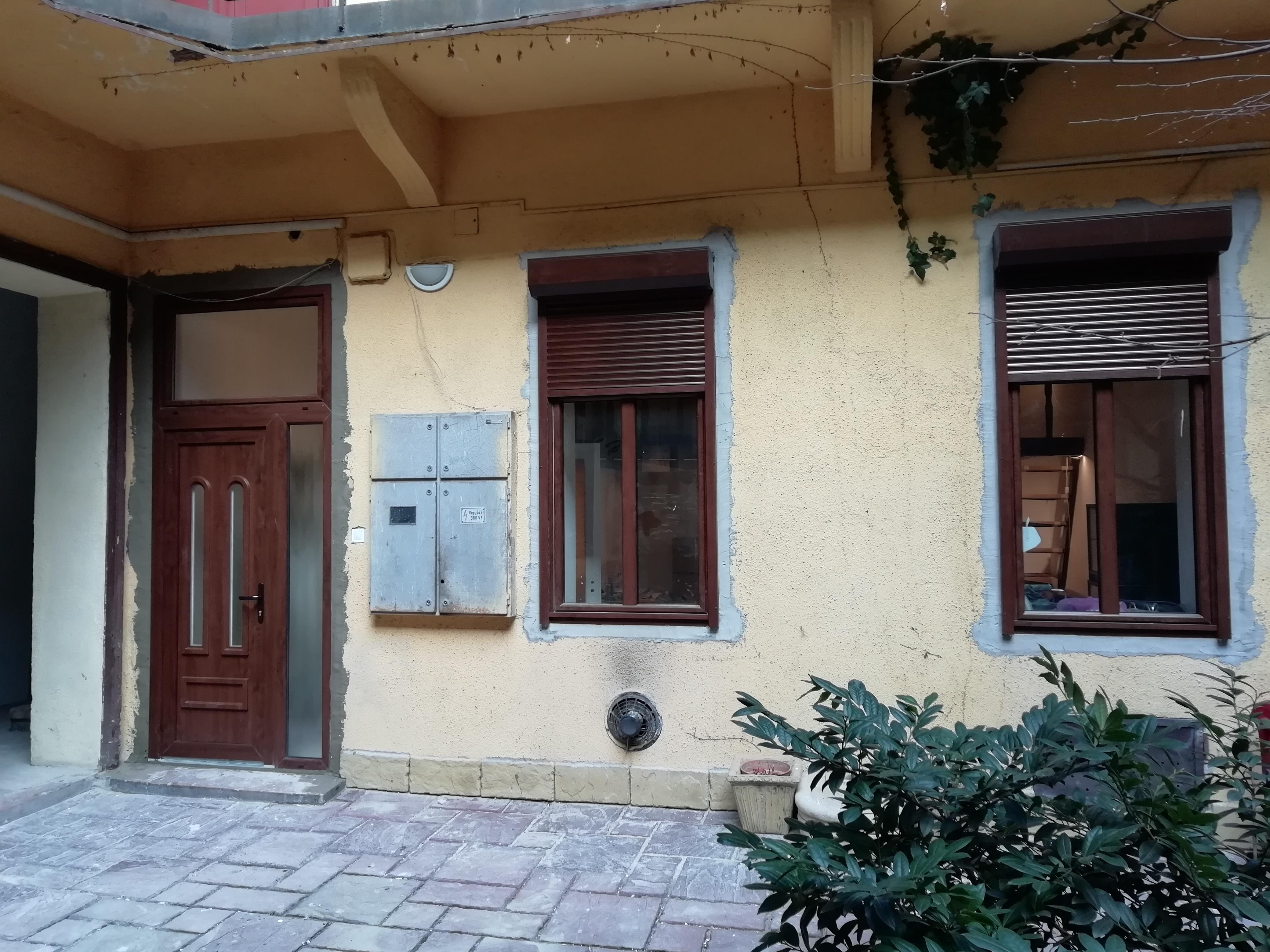 bejarati-ajto-ablak-beepites-4