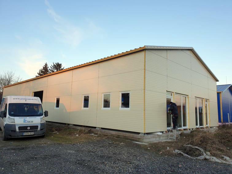 hangar-muanyag-nyilaszaro-beepites-16